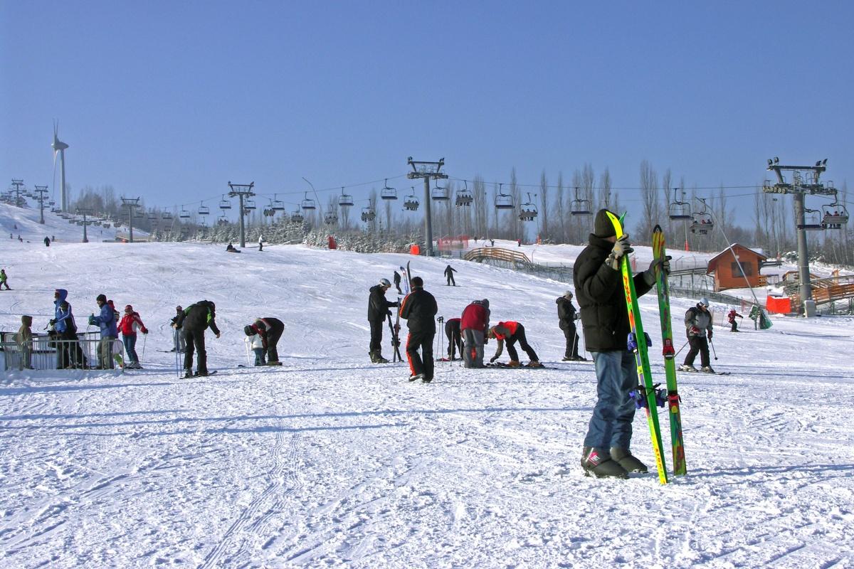 Ludzie na stoku narciarskim 1. Najgorszy narciarz