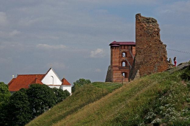 Ruiny zamku i kościół farny w Nowogródku