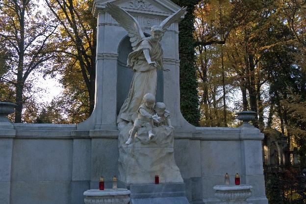Anioł na grobie Sophie Biederman. łódzkie cmentarze