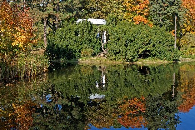 Park Poniatowskiego jesienią