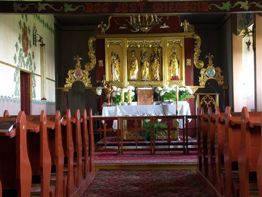 Wnętrze kościoła w Wierzbiu