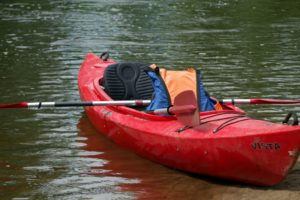 Read more about the article Pierwszy spływ kajakowy. Co warto wiedzieć, zanim znajdziesz się na rzece?