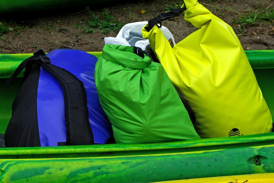 pierwszy spływ kajakowy - bagaże