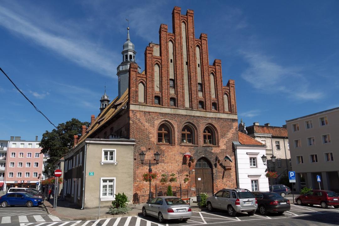 Średniowieczny ratusz w centrum Ornety