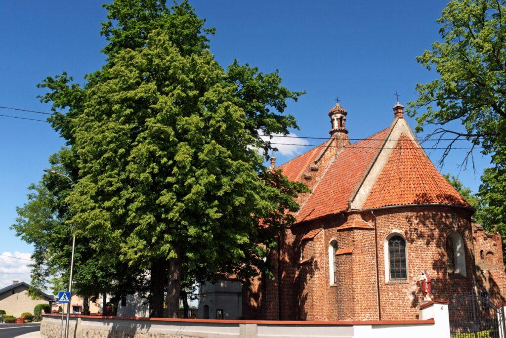gotycki kościół w Chruślinie