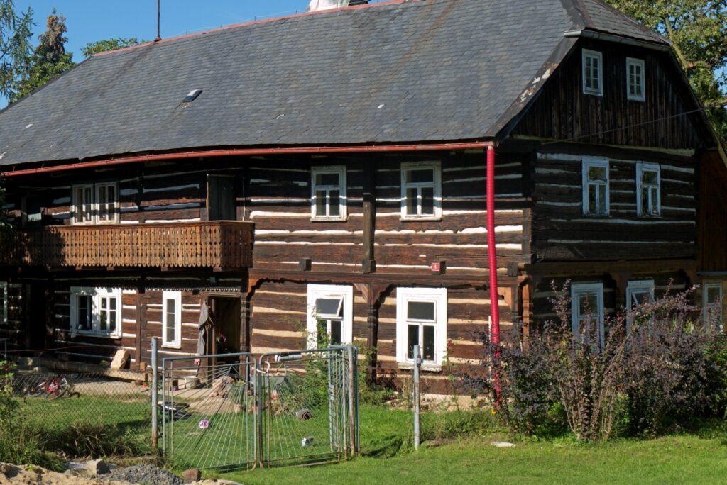 Zabytkowe domy w rejonie Kokořínsko