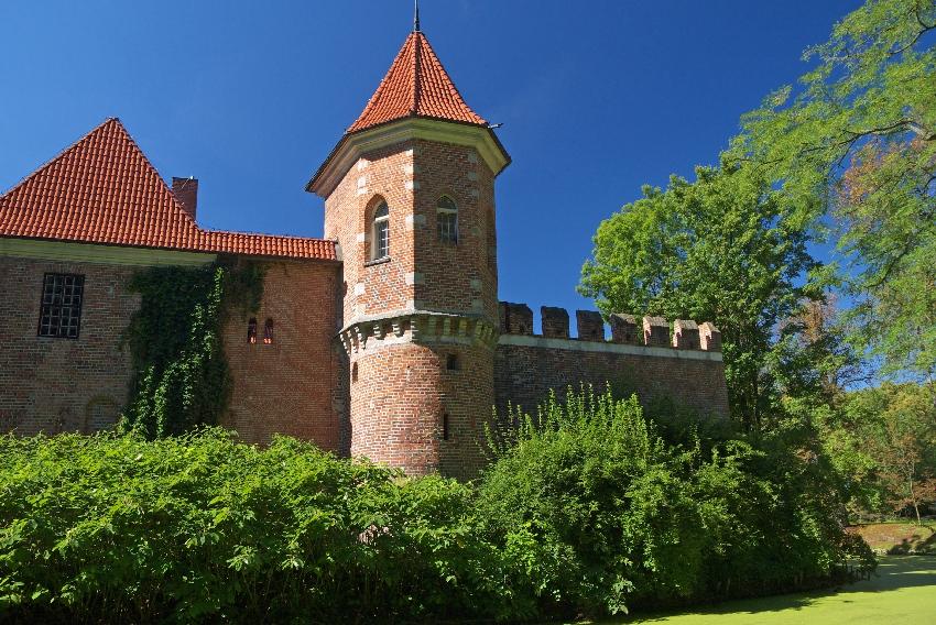 Zamek w Oporowie zamki blisko Łodzi