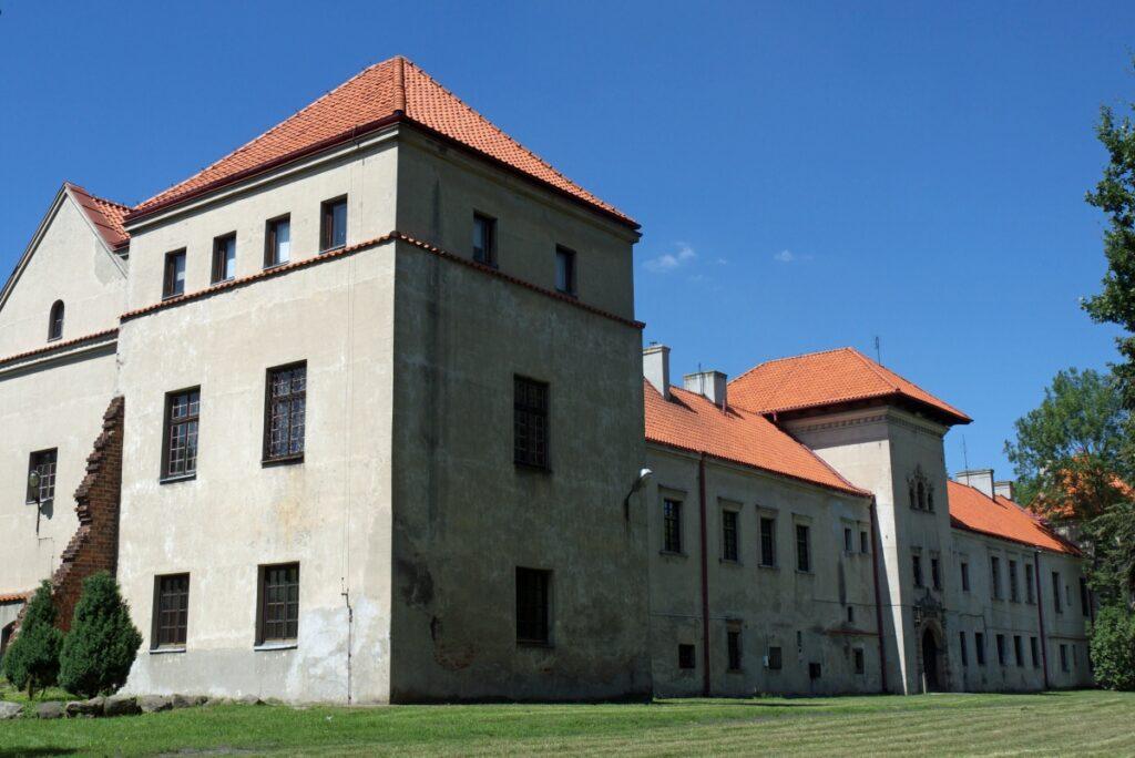 Zamki w okolicach Łodzi Piotrków Byki