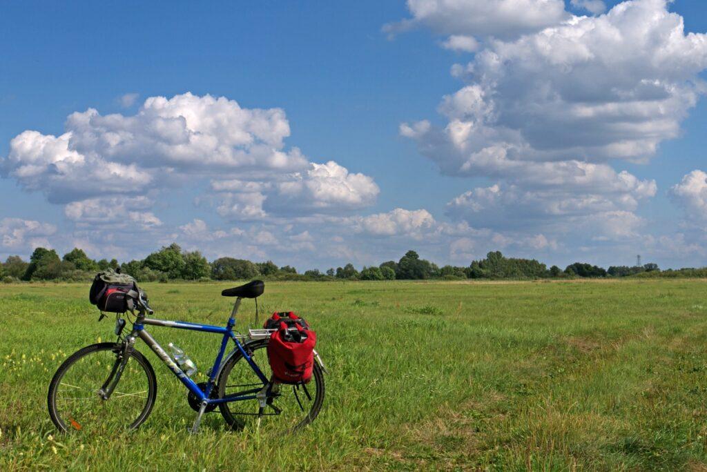 miedzy warta a sieradzem na rowerze